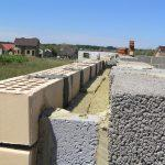 Процесс построение стены дома